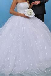 Продам свадебное платье  цвет-белый.размер42-44