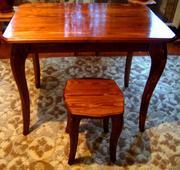 Продаю кухонный стол и табуреты из натурального дерева