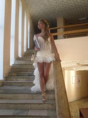 Продам выпускное платье , цвета шампани